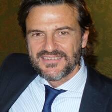 Ferruccio je domaćin.