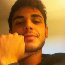 Francesco je domaćin.
