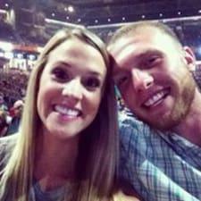 James And Marissa felhasználói profilja