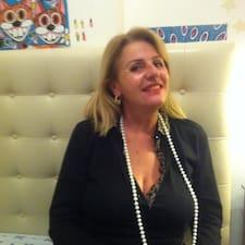 Maria Francesca ist der Gastgeber.