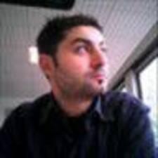 Alessandro — хозяин.