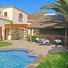 A Tuscan Villa Guest House — хозяин.