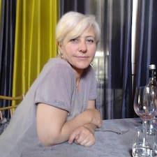 Geneviève est l'hôte.