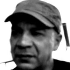 Adolfo — хозяин.