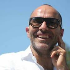 Raffaele é o anfitrião.