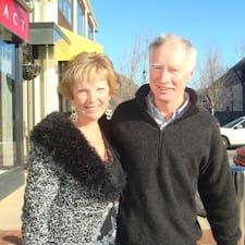 Lorna And David je domaćin.