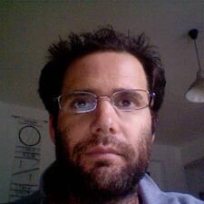Gilad คือเจ้าของที่พัก