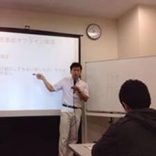 Shuichiro est l'hôte.