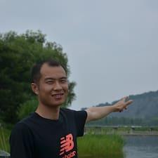 德桂 is the host.