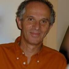 Jean-Dominique — хозяин.