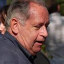 Jean Michel — хозяин.