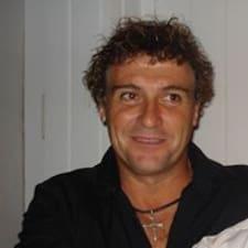 Juan Carlos — хозяин.