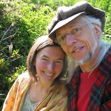John & Betsy ist der Gastgeber.