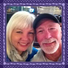 โพรไฟล์ผู้ใช้ Debra & Ken