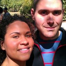 โพรไฟล์ผู้ใช้ Amanda & Michael