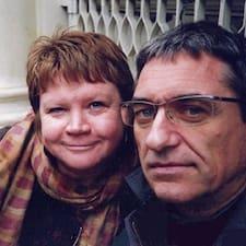 Leena &  Brian je domaćin.