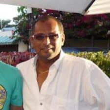 José Appadoo es el anfitrión.