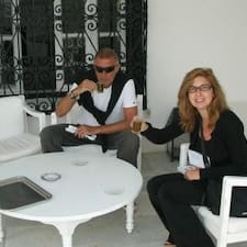 Angelo E Carla is the host.