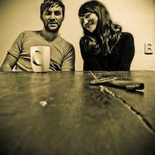 โพรไฟล์ผู้ใช้ Magdalena And Jake