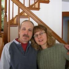 โพรไฟล์ผู้ใช้ Mark & Lillian