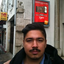 Luis Alberto — хозяин.