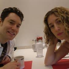 โพรไฟล์ผู้ใช้ Paige And Christopher