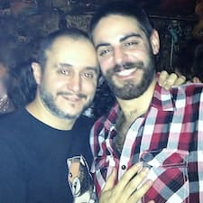 Pedro & Roberto je domaćin.
