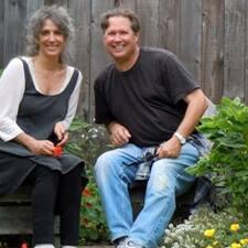 Nancy Friedberg & Michael es el anfitrión.