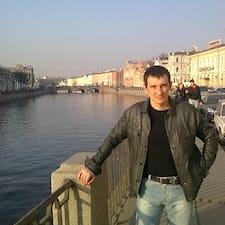 Сергей是房东。