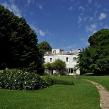 Relais Villa Lina is the host.