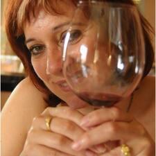 María José is the host.