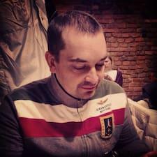 Андрей è l'host.