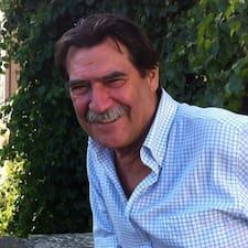 Augusto Felipe — хозяин.