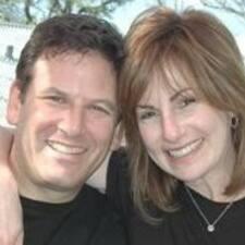 Valerie & Joel felhasználói profilja