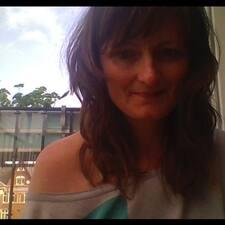 Carlotta felhasználói profilja