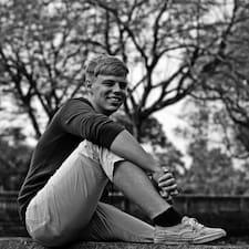 Julian Niklas User Profile