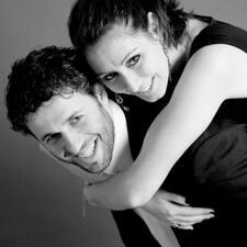 Andrea E Manuela je domaćin.