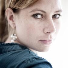 โพรไฟล์ผู้ใช้ Anne-Roos