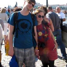 Neva&Ivan es el anfitrión.