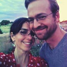 โพรไฟล์ผู้ใช้ Kara & Frank
