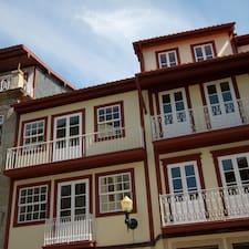 Vitório is the host.