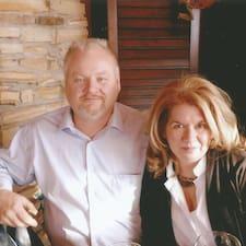 Rich  And Debra és l'amfitrió.