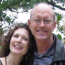 John & Mary — хозяин.