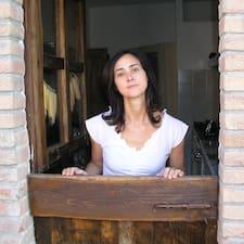 Laura je domaćin.