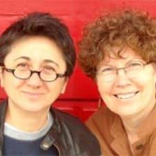 Susan & Ugur er ofurgestgjafi.