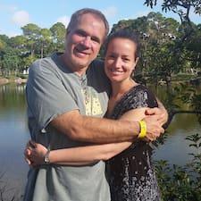 โพรไฟล์ผู้ใช้ Greg And Rachel