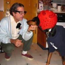 Frank是房东。