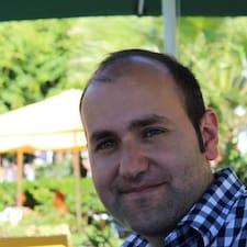 Eduardo Manuel è l'host.