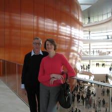 Niels Boe And Julia je domaćin.