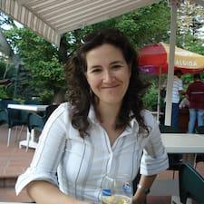 Firuzan Melike est l'hôte.